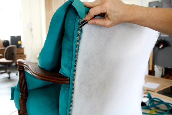 How to upholster a chair attaching the outside back - Como tapizar sillas ...
