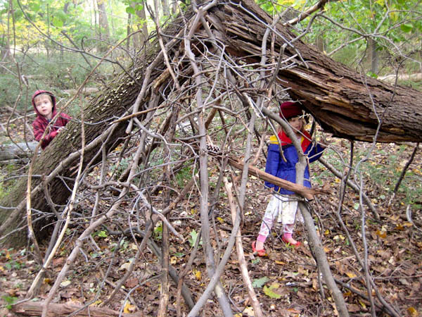 Why kids should build their own tree forts modhomeec for How to make a fort out of wood